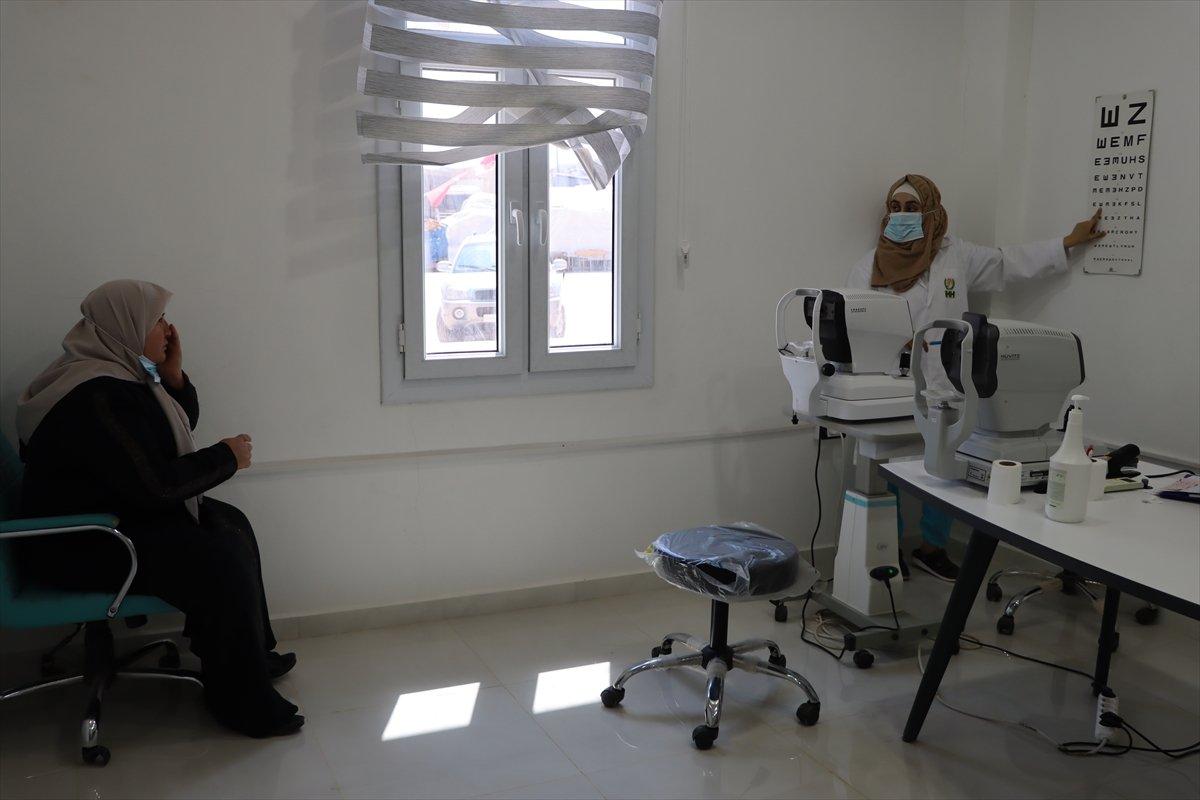 İdlib de açılan Göz Sağlığı Merkezi nde tedaviler sürüyor #4