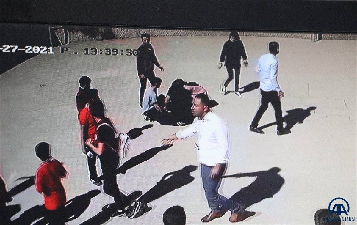 Siirt te dili boğazına kaçan öğrenciyi, öğretmeni kurtardı #1