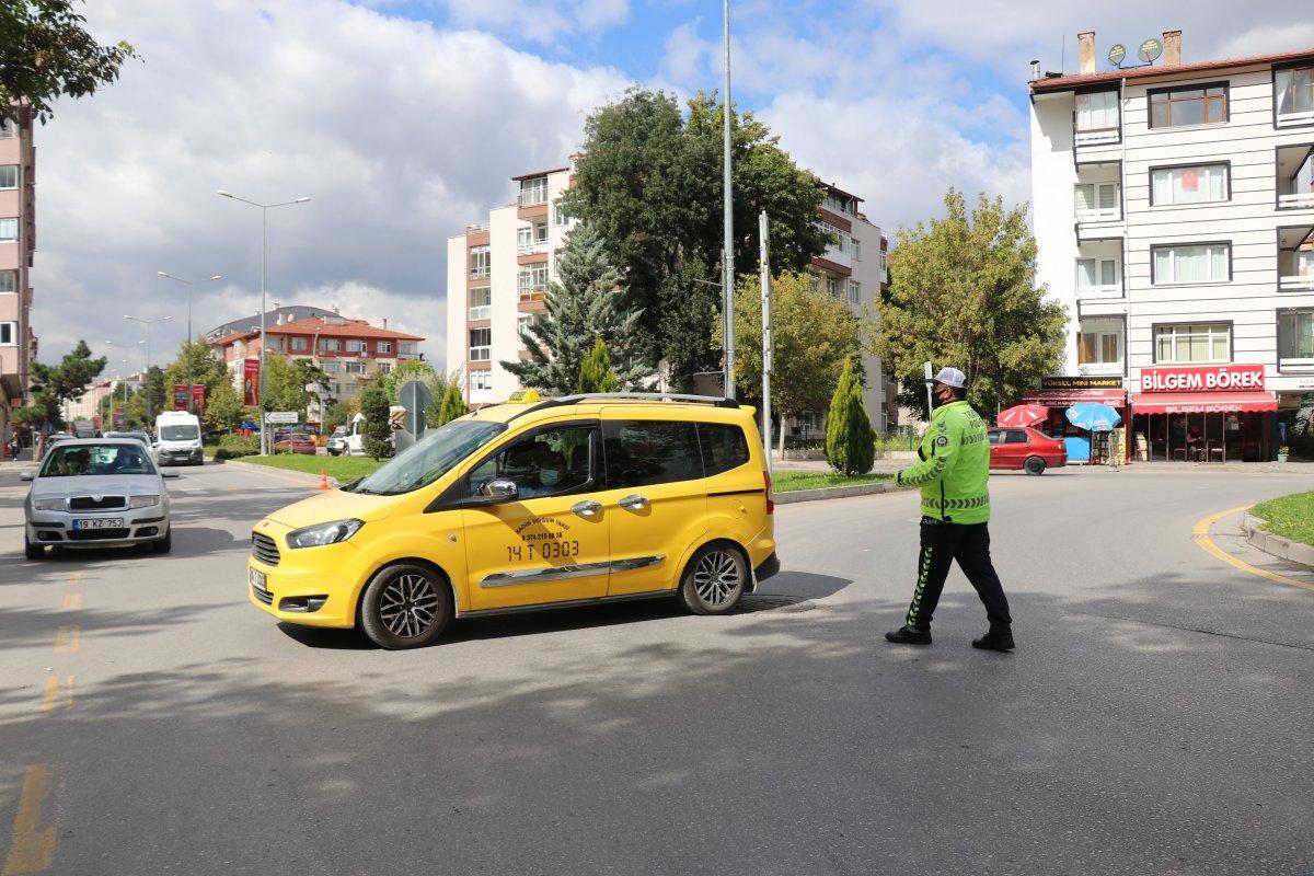 Bolu'da trafik ekipleri, taksimetre açmayan sürücülere ceza kesti #2