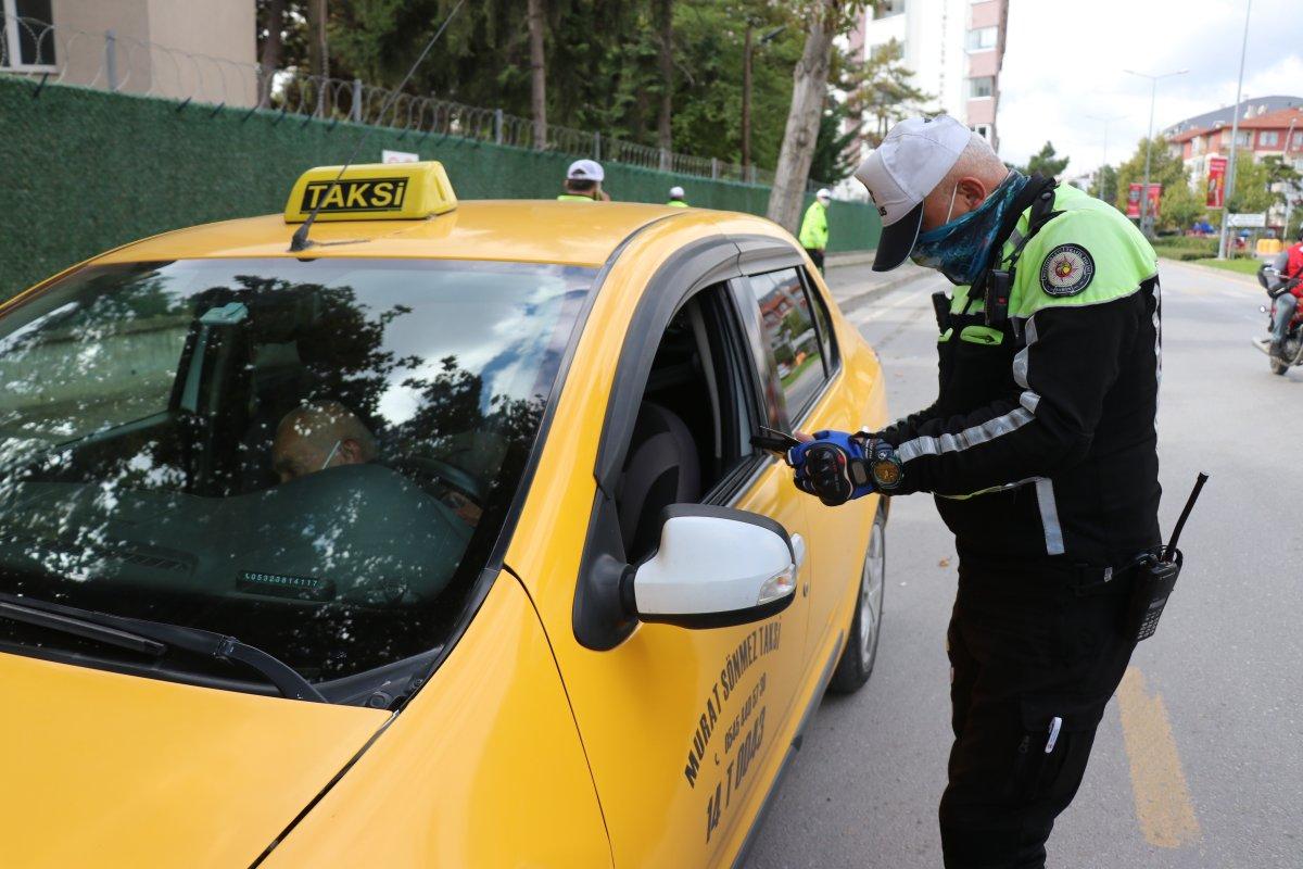 Bolu'da trafik ekipleri, taksimetre açmayan sürücülere ceza kesti #1