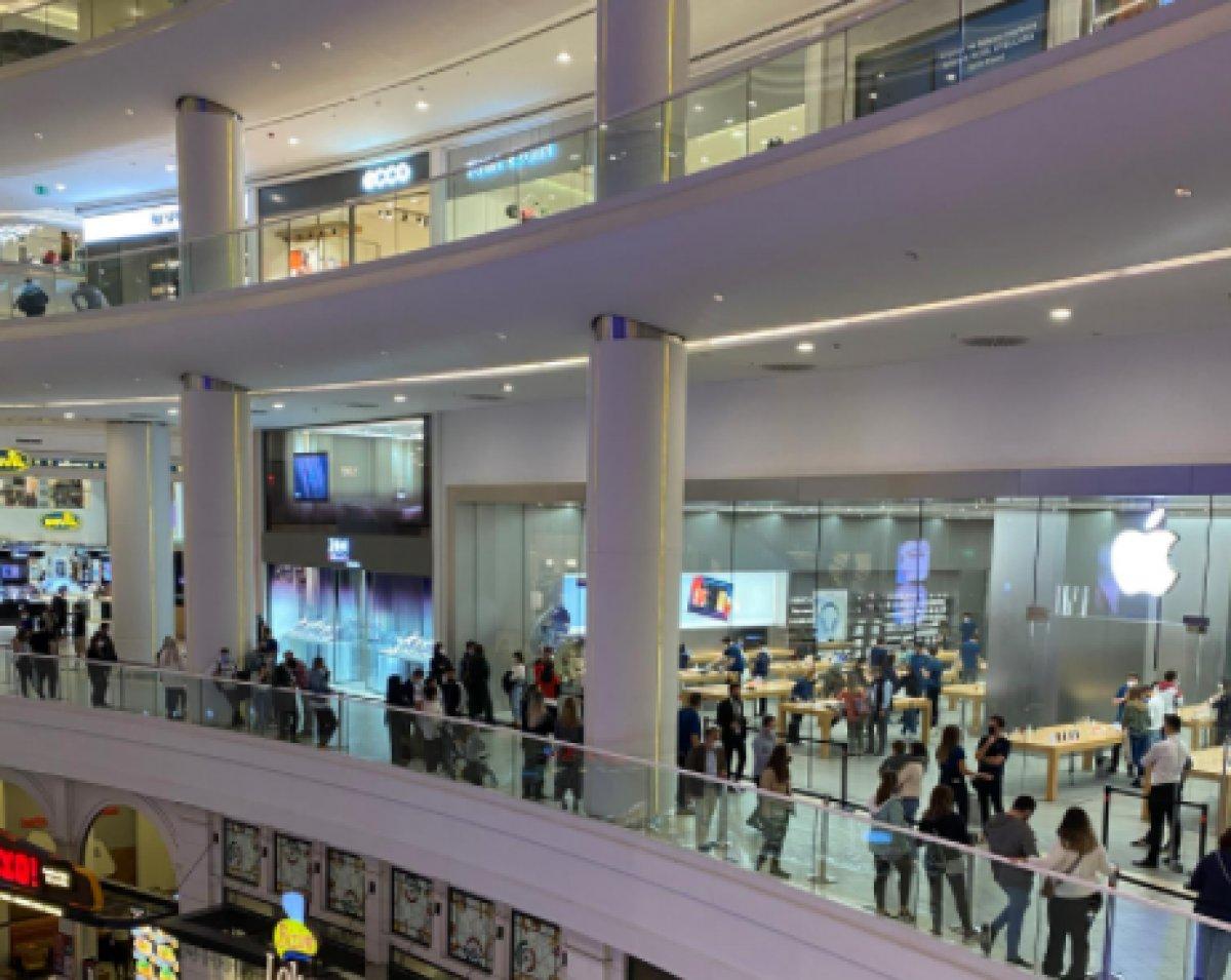 İstanbul da Apple mağazasında iPhone kuyruğu #3