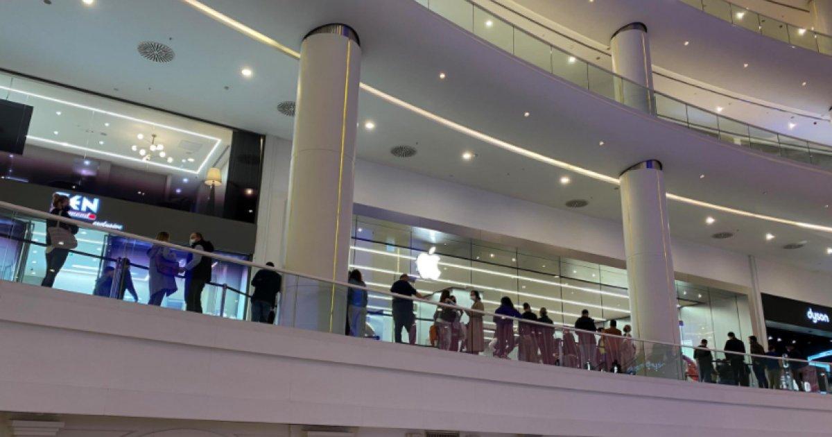 İstanbul da Apple mağazasında iPhone kuyruğu #1
