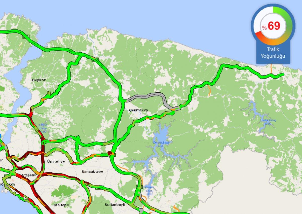 İstanbul da haftanın son iş günü trafik yüzde 70 e yaklaştı #1