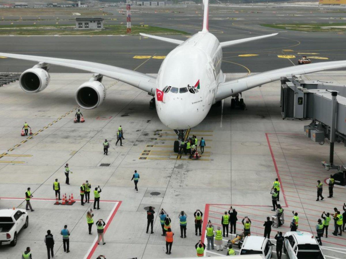 Dünyanın en büyük uçağından İstanbul a ilk sefer #1