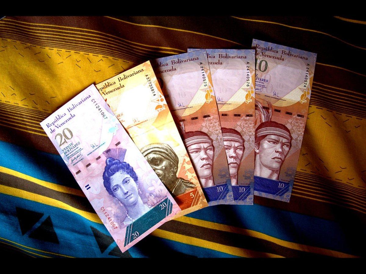 Venezuela, paradan altı sıfırı attı #1