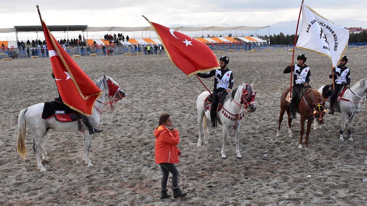 Erzurum da cirit müsabakalarını kadın hakemler yönetiyor #1