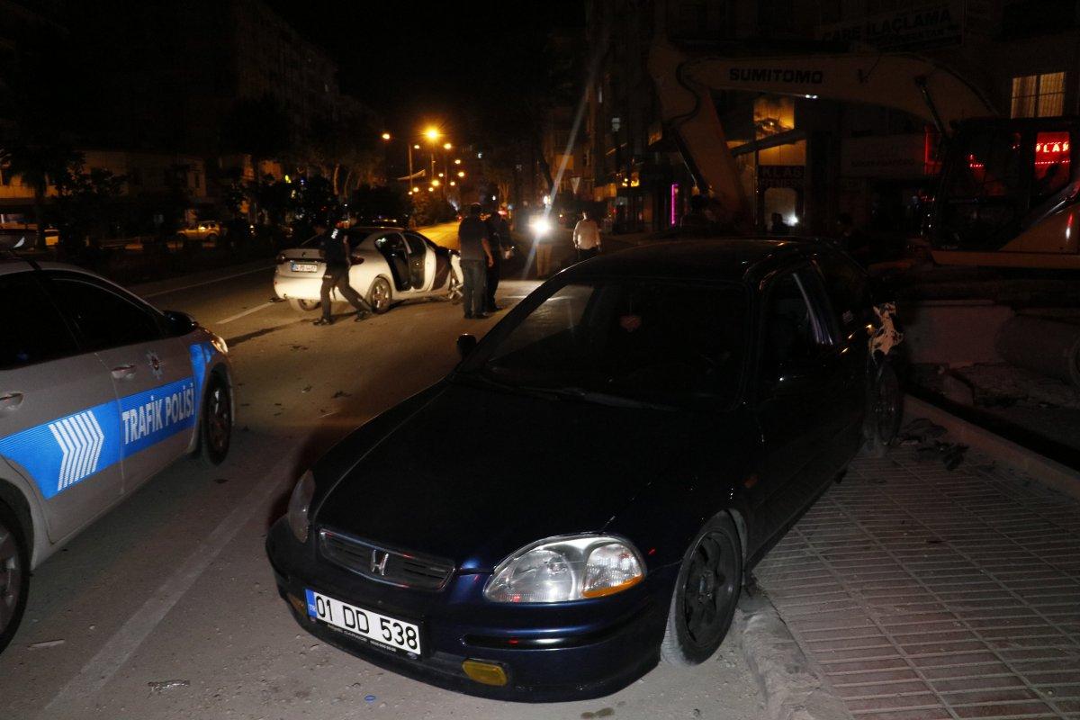 Adana da kaza yaptıktan sonra bir kişiyi bıçaklayıp, kaçtılar #2