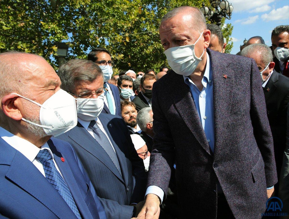 Cumhurbaşkanı Erdoğan, Ahmet Davutoğlu nun yüzüne bakmadı #2