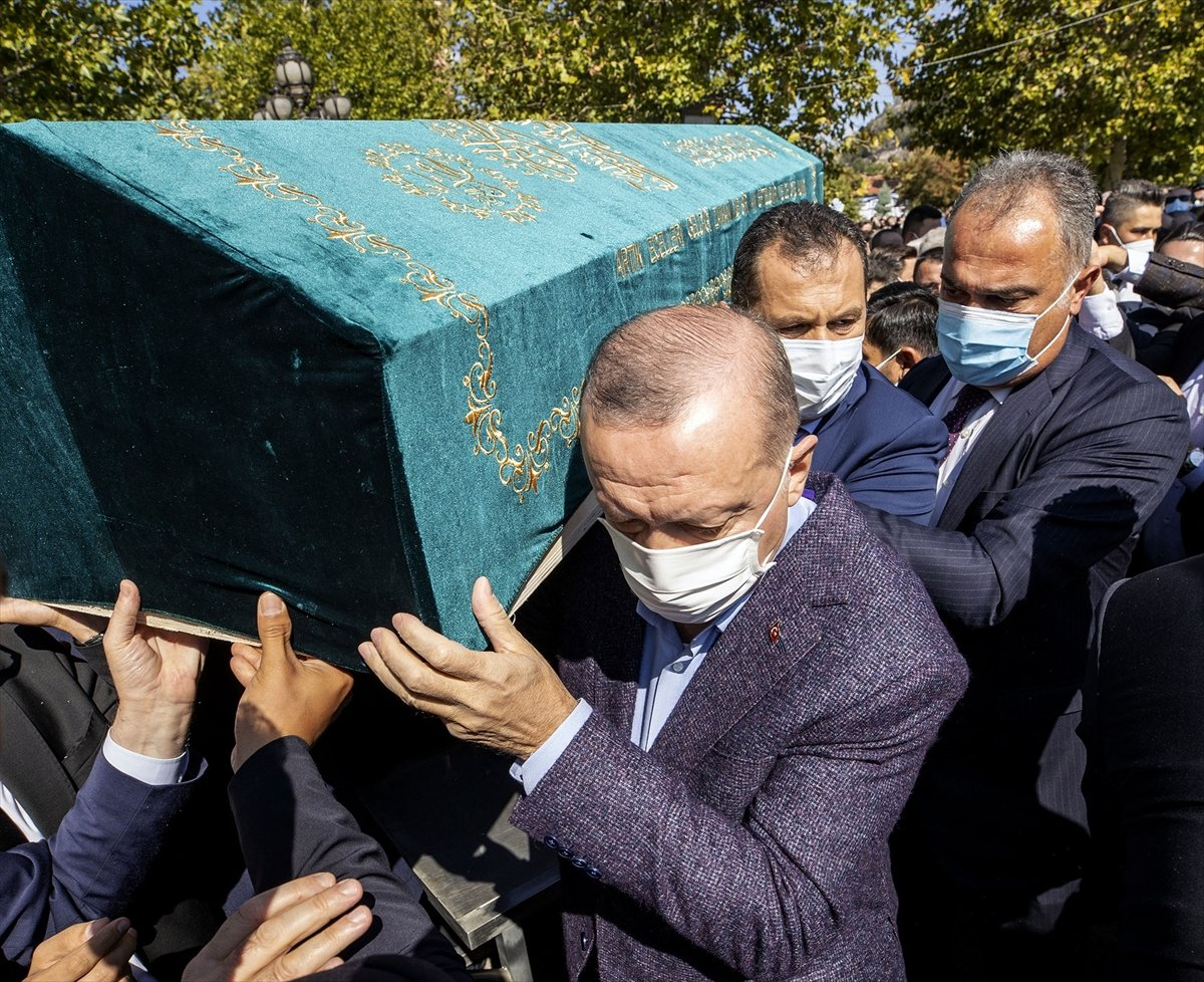 Cumhurbaşkanı Erdoğan, Ahmet Davutoğlu nun yüzüne bakmadı #4
