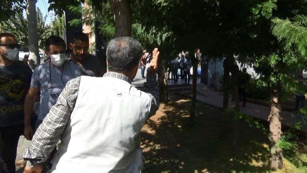 Diyarbakır da evlat hasreti çeken aileler İHD ye tepki gösterdi #3