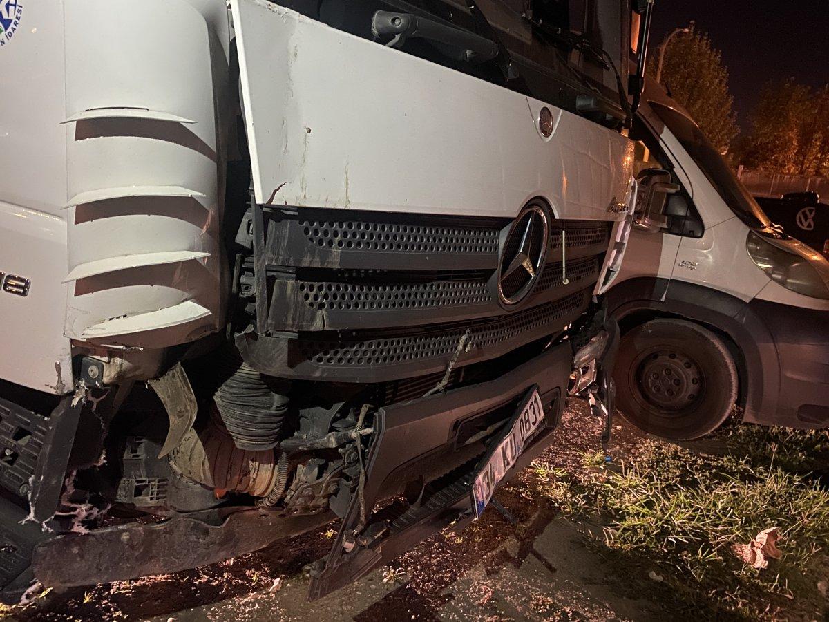 Sakarya da alkollü iki kişi kamyonet çalarak, etrafa dehşet saçtı #1