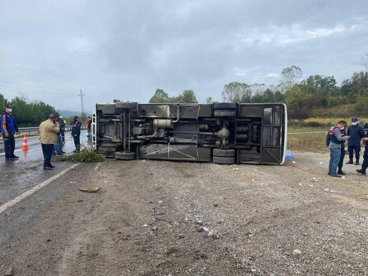 Bartın da MHP toplantısına giden otobüs kaza yaptı #1