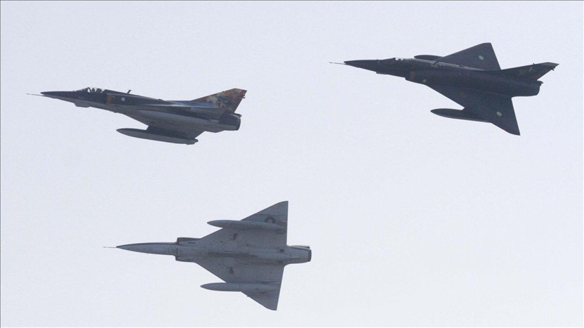 Çin, 38 savaş uçağıyla Tayvan hava sahasını ihlal etti #1