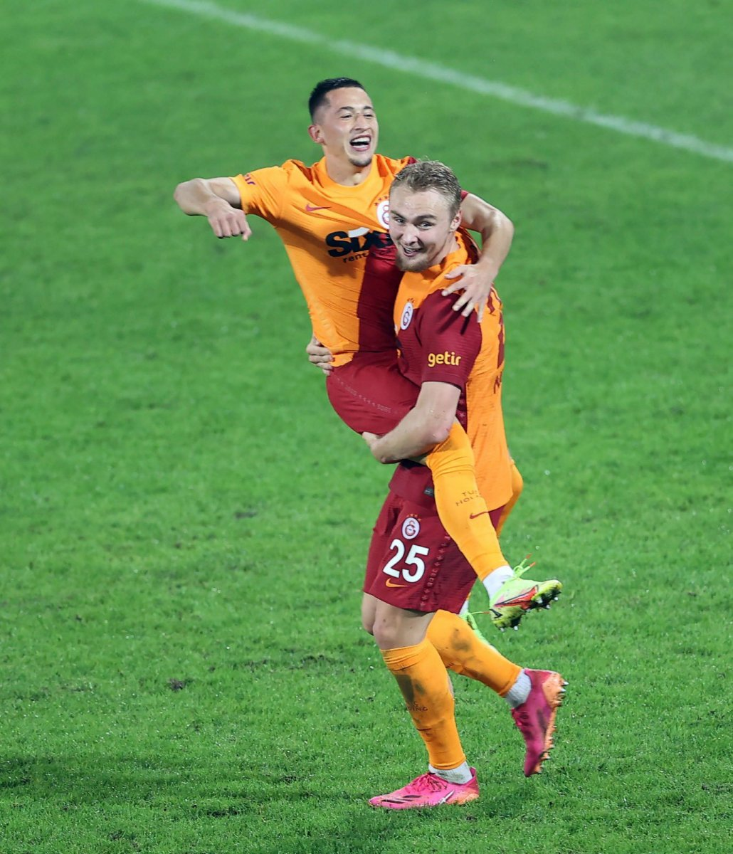 Galatasaray, Rizespor u 3-2 mağlup etti #1