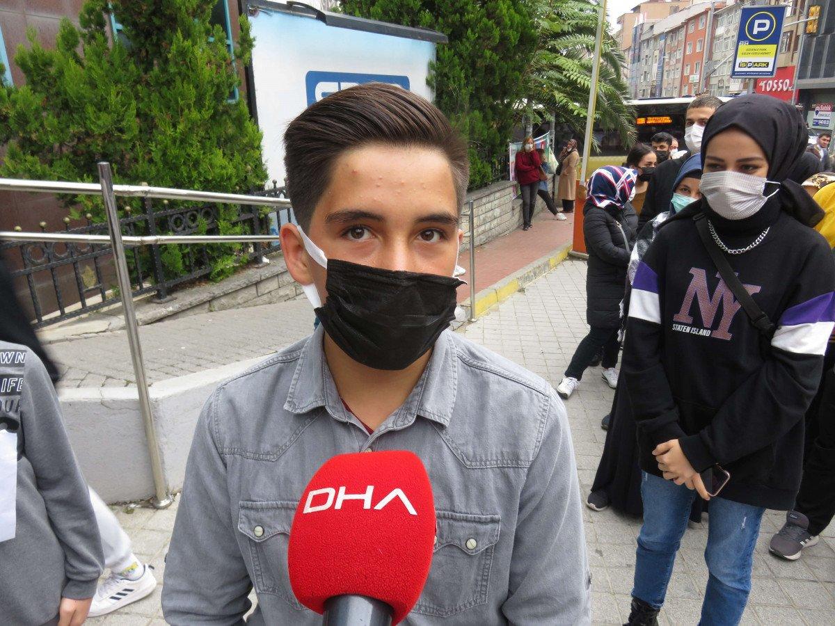Ümraniye'de, İstanbulkart başvuru merkezi önünde uzun kuyruklar oluştu #7