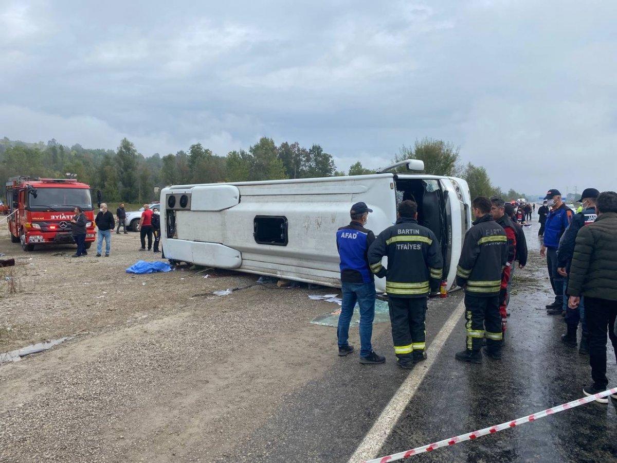 Bartın da MHP toplantısına giden otobüs kaza yaptı #6