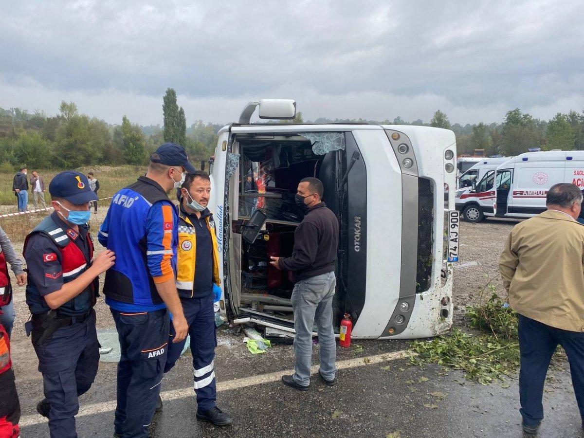 Bartın da MHP toplantısına giden otobüs kaza yaptı #8