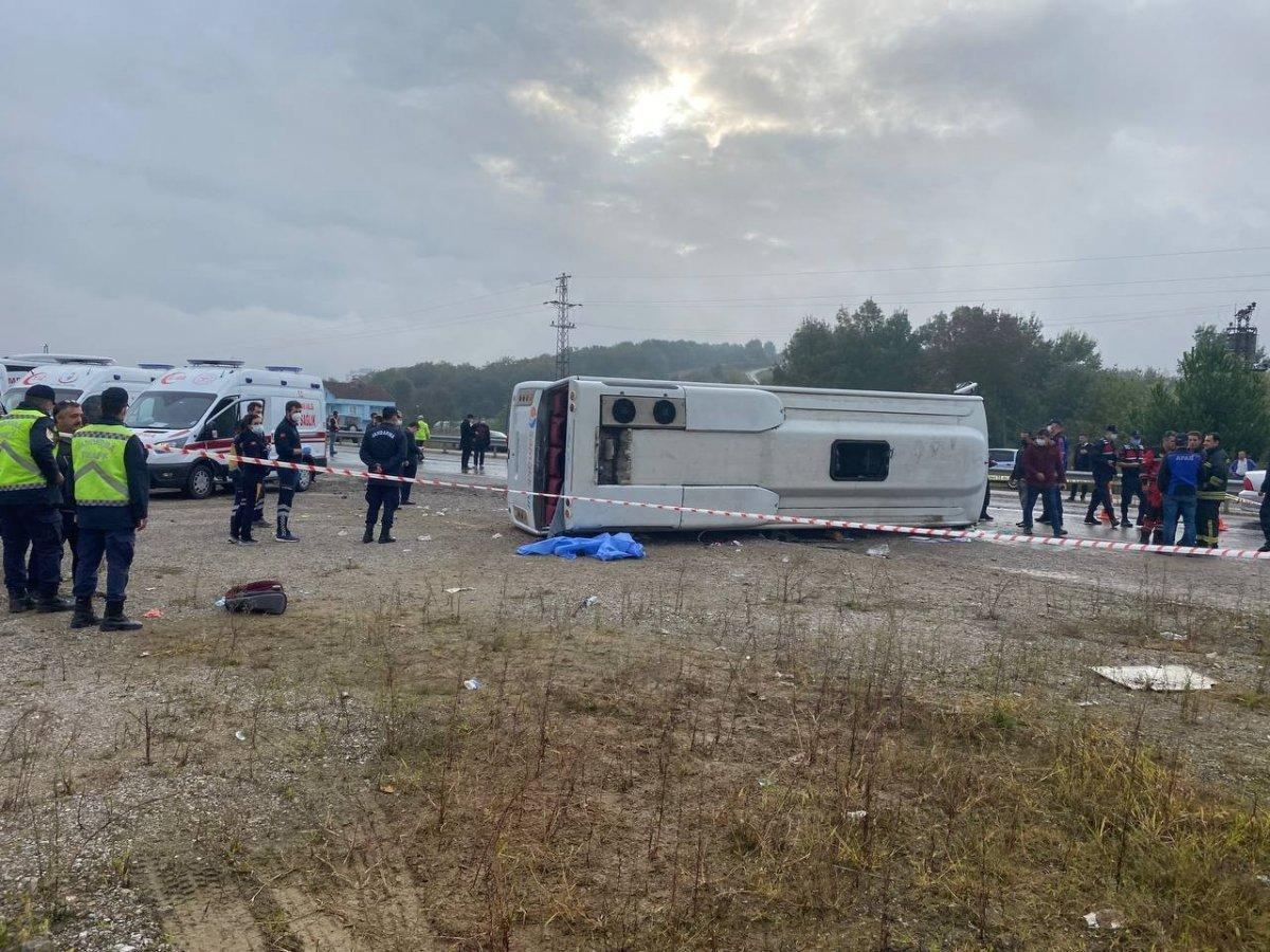 Bartın da MHP toplantısına giden otobüs kaza yaptı #5