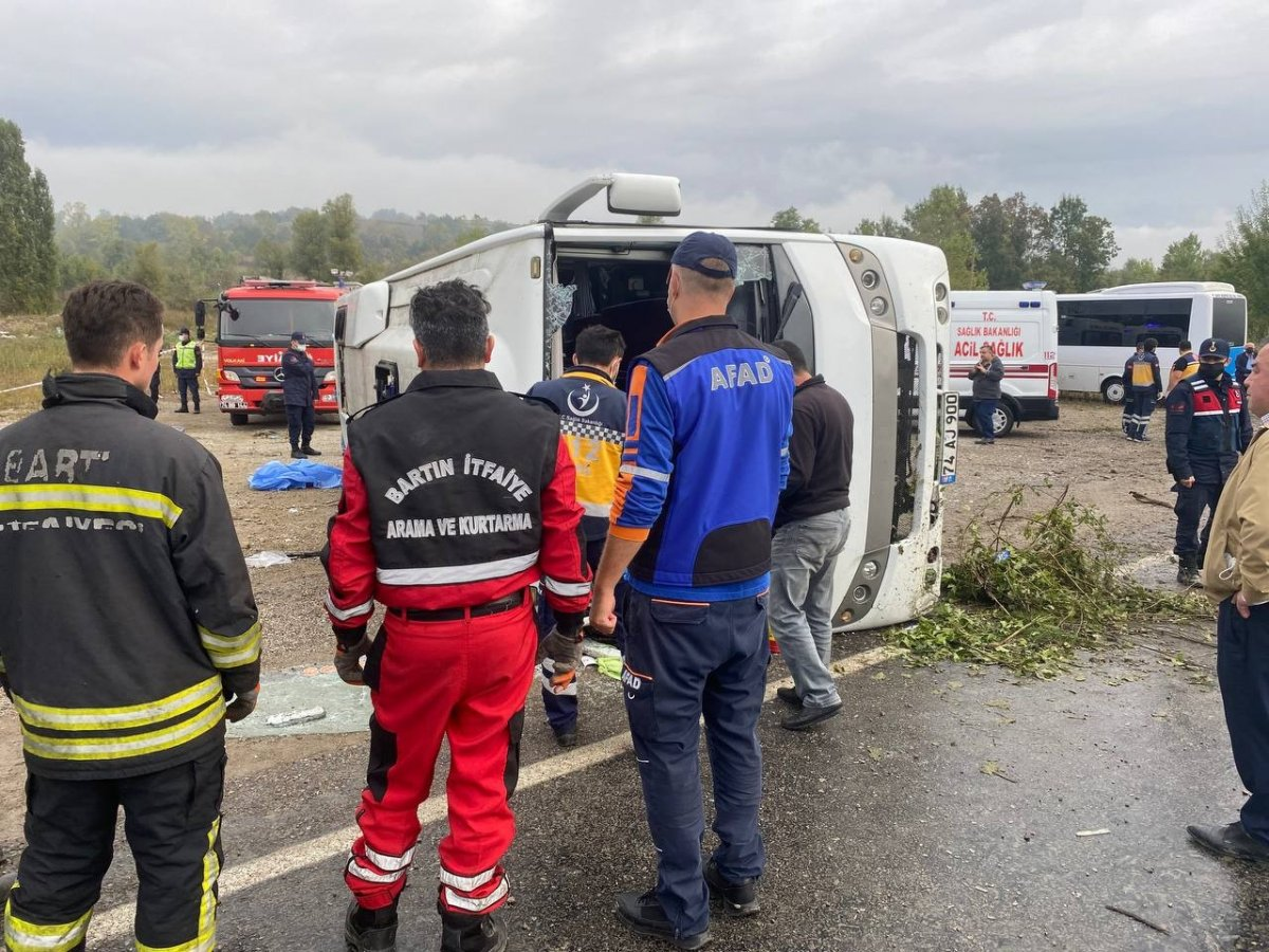 Bartın da MHP toplantısına giden otobüs kaza yaptı #7