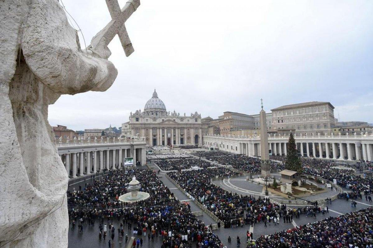 Fransız Katolik Kilisesi nin cinsel istismar raporu yayınlanıyor #1