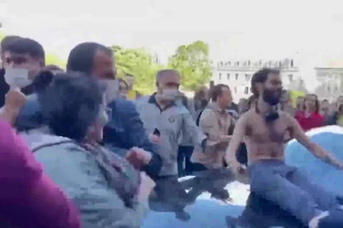 Boğaziçi nde öğrenciler rektör Naci İnci nin aracının üstüne çıktı #5