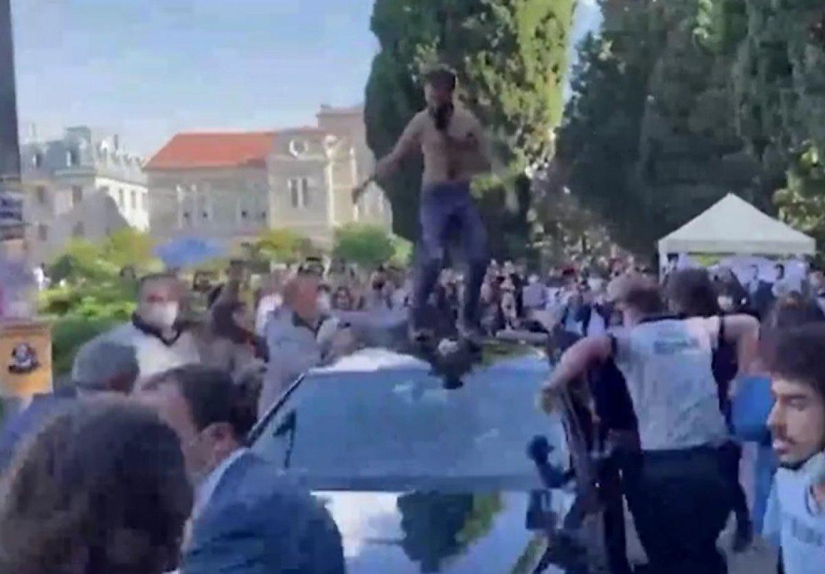 Boğaziçi nde öğrenciler rektör Naci İnci nin aracının üstüne çıktı #8