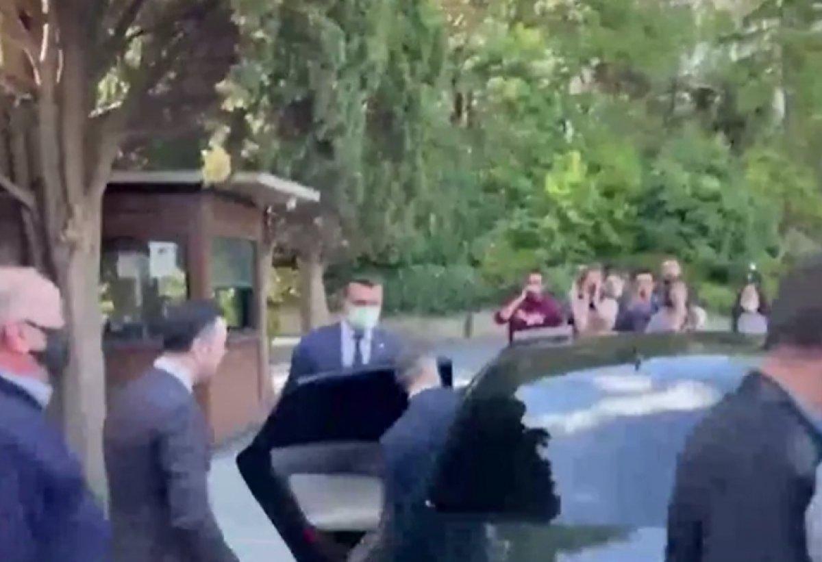 Boğaziçi nde öğrenciler rektör Naci İnci nin aracının üstüne çıktı #3