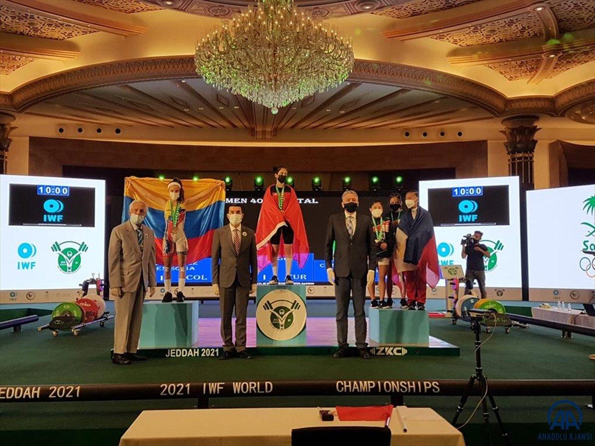 Milli halterci Ezgi Kılıç, dünya şampiyonu oldu #1