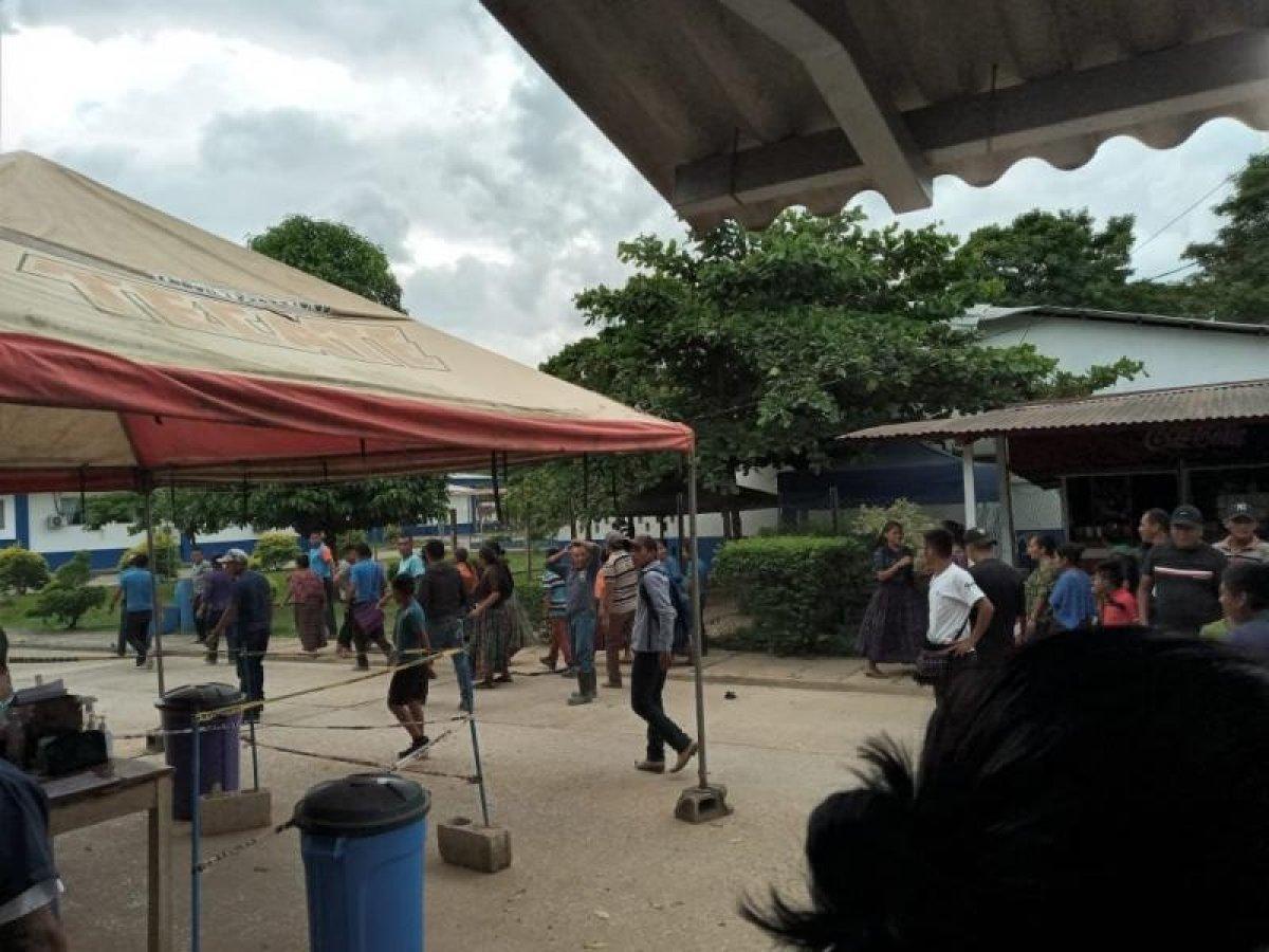 Guatemala'da aşı karşıtları sağlık ekiplerine saldırı, 50 doz aşı yok oldu #2