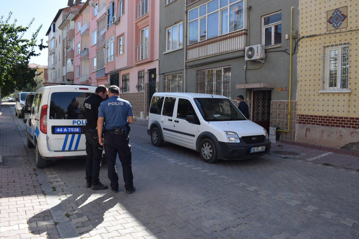 Malatya'da baba, oğlunu turşu kavanozu ile ağır yaraladı #2
