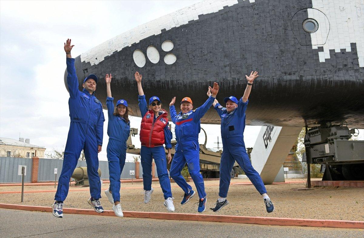 Rusya, film ekibini uzaya gönderdi #1