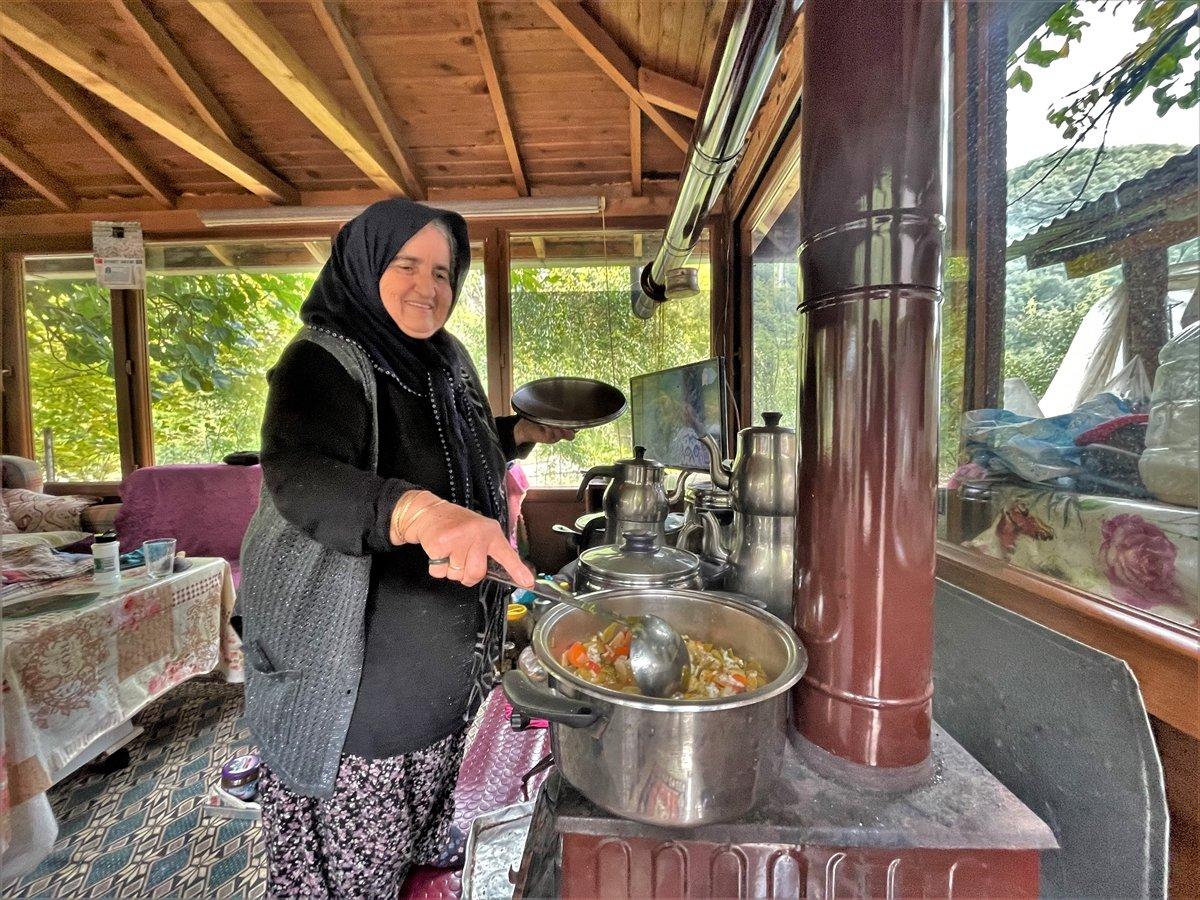 Kastamonu da selzede, işçilere gönüllü olarak yemek yapıyor #7