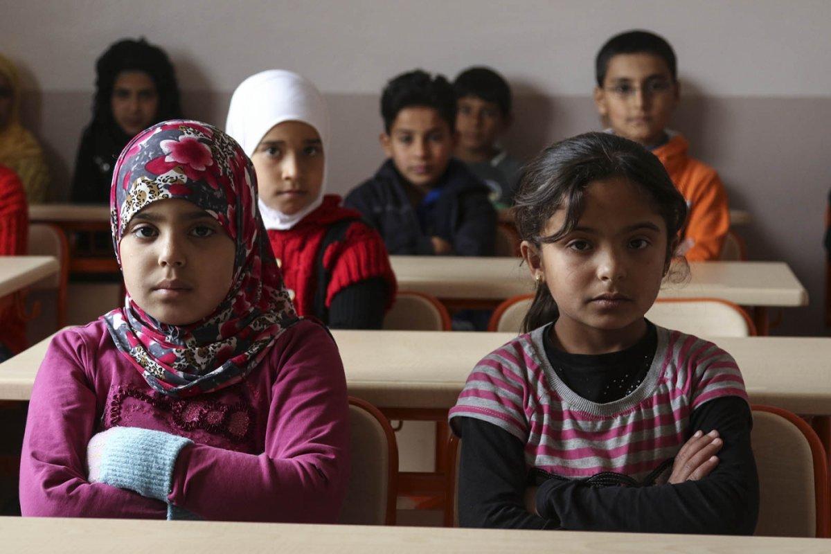 Türkiye de 3.7 milyon Suriyeli geçici koruma statüsünde  #2