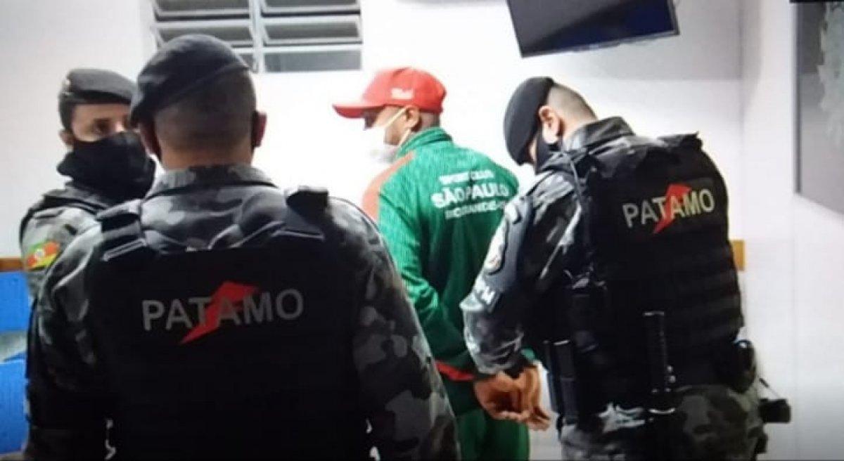 Brezilyalı futbolcu hakemi öldüresiye dövdü #2