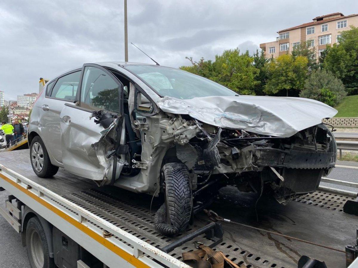 İstanbul da araç, polis otosuna çarptı #4