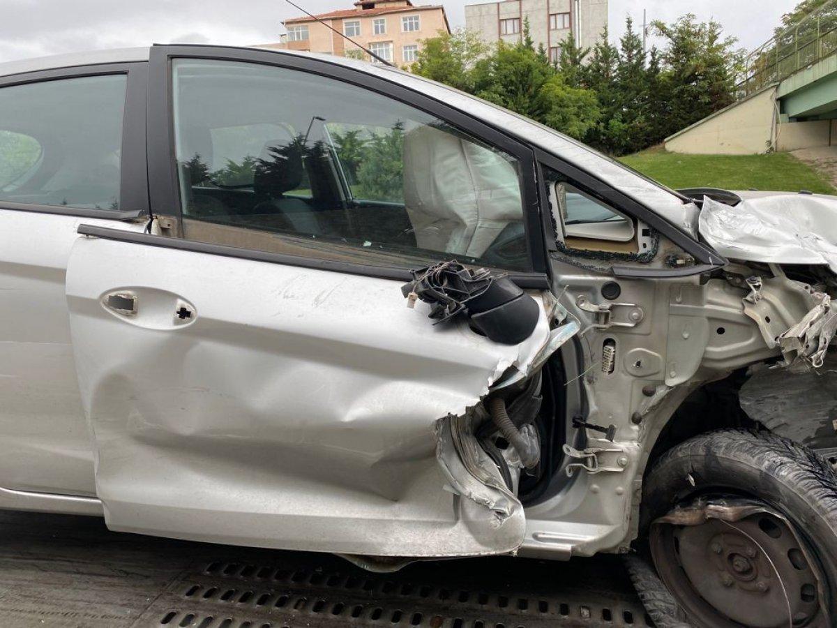 İstanbul da araç, polis otosuna çarptı #5