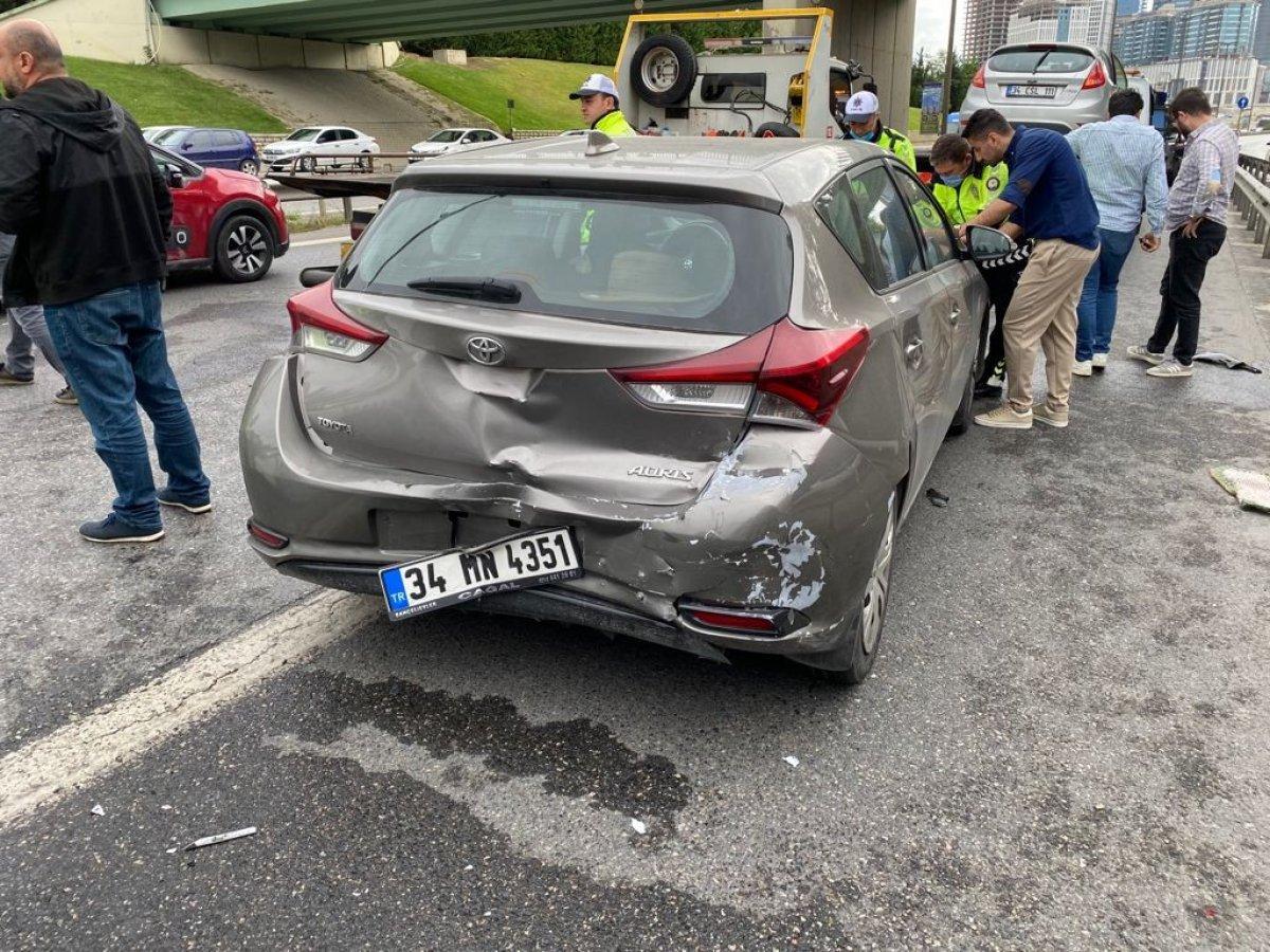 İstanbul da araç, polis otosuna çarptı #3