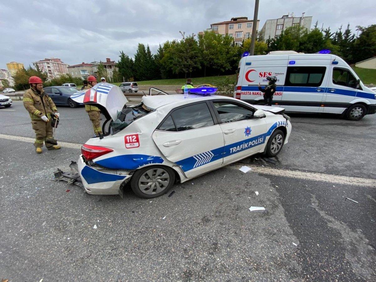 İstanbul da araç, polis otosuna çarptı #6