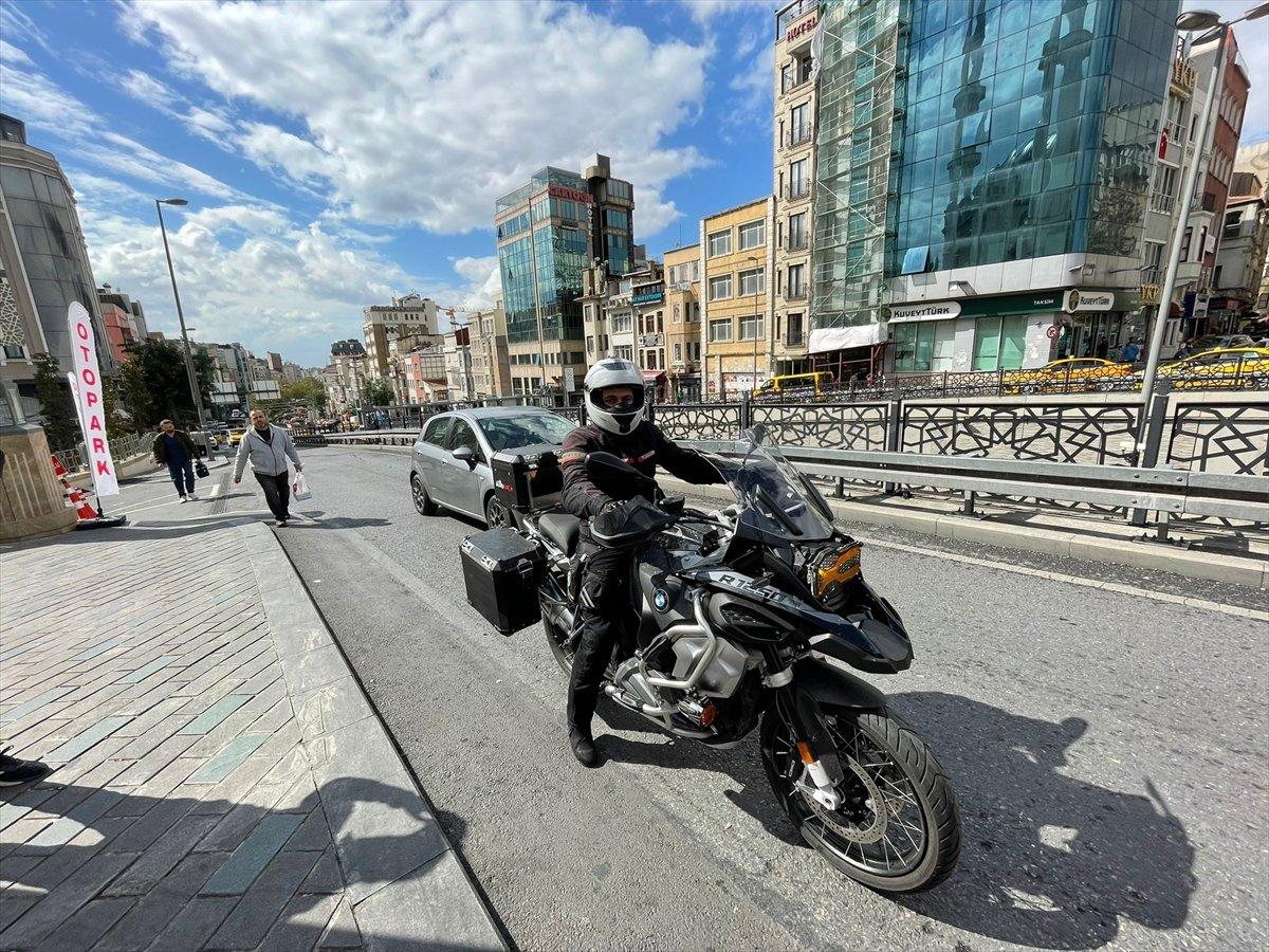 Taksim Camii nin imamı motosikletiyle ilgi odağı oluyor #2