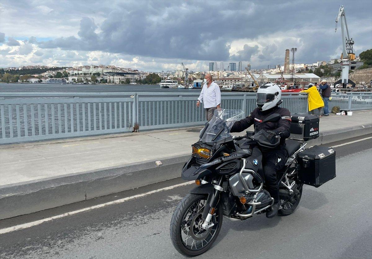Taksim Camii nin imamı motosikletiyle ilgi odağı oluyor #7