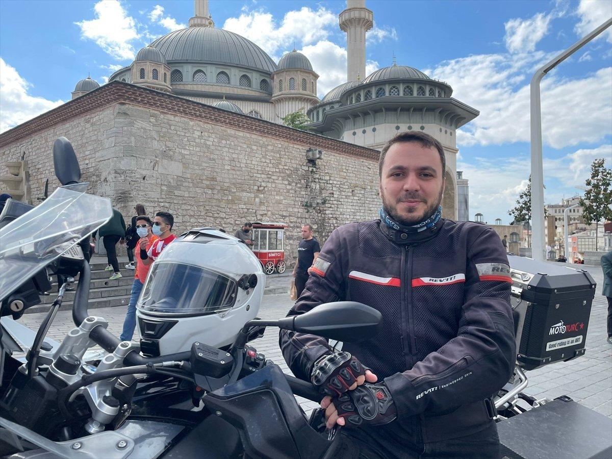 Taksim Camii nin imamı motosikletiyle ilgi odağı oluyor #5