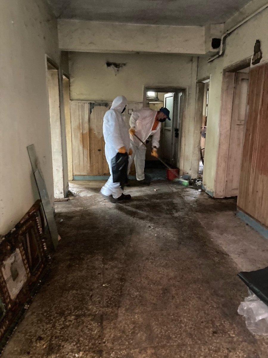 Kocaeli de vatandaşlar çöp evi temizletti  #2