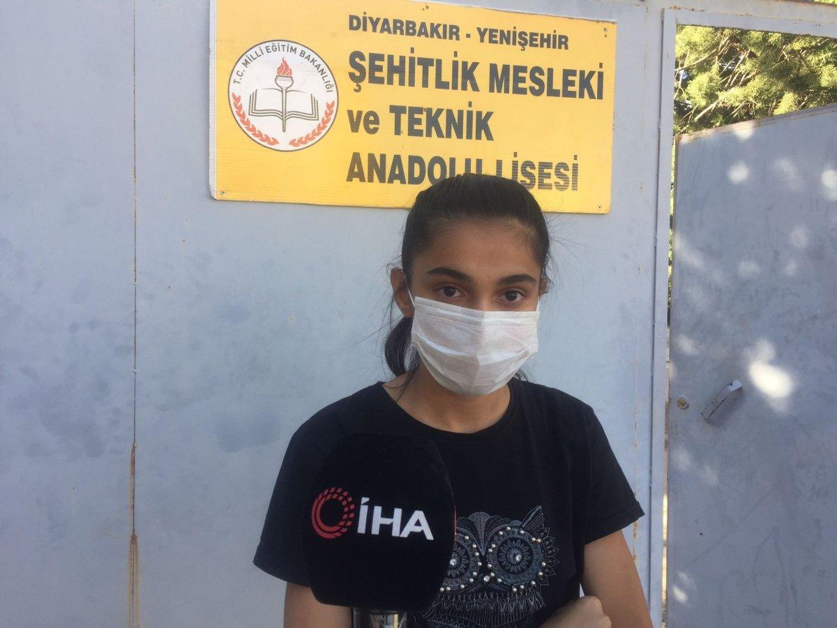 Diyarbakır da üniforma alamayan öğrenci, okula alınmadı #2