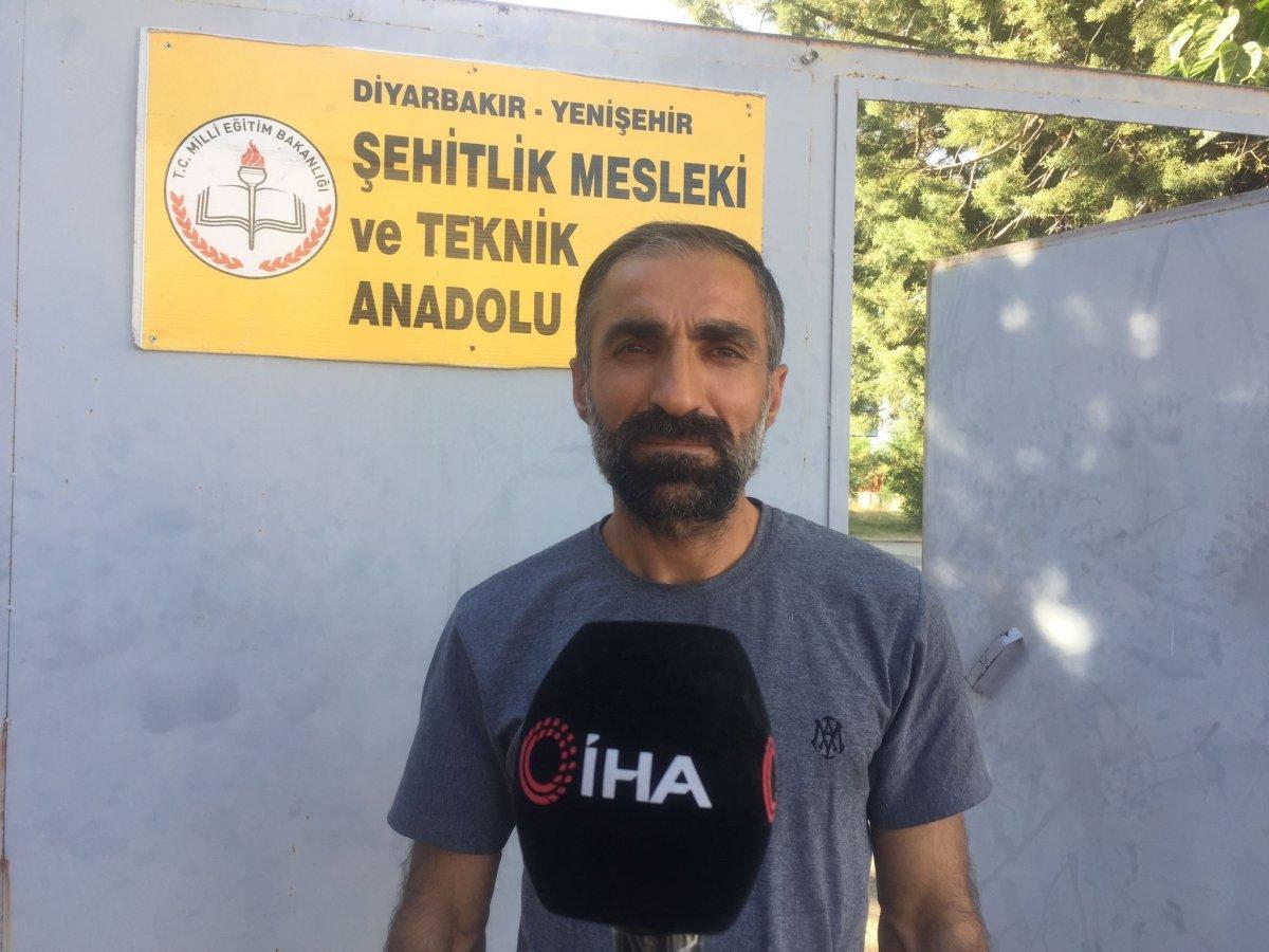 Diyarbakır da üniforma alamayan öğrenci, okula alınmadı #3
