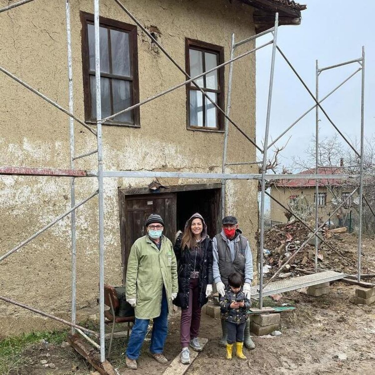Burcu Kara köy evini yeniledi #1