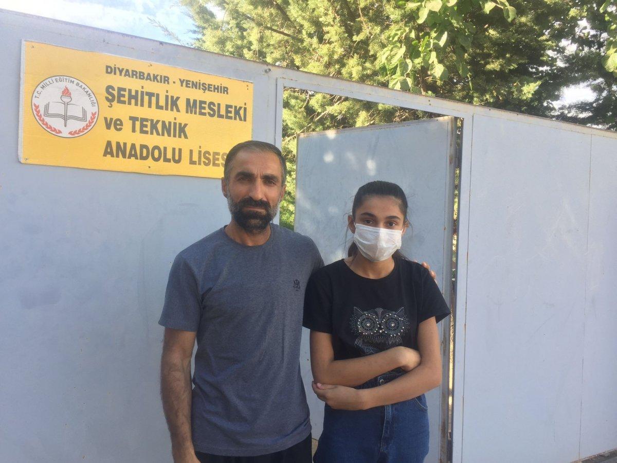 Diyarbakır da üniforma alamayan öğrenci, okula alınmadı #1