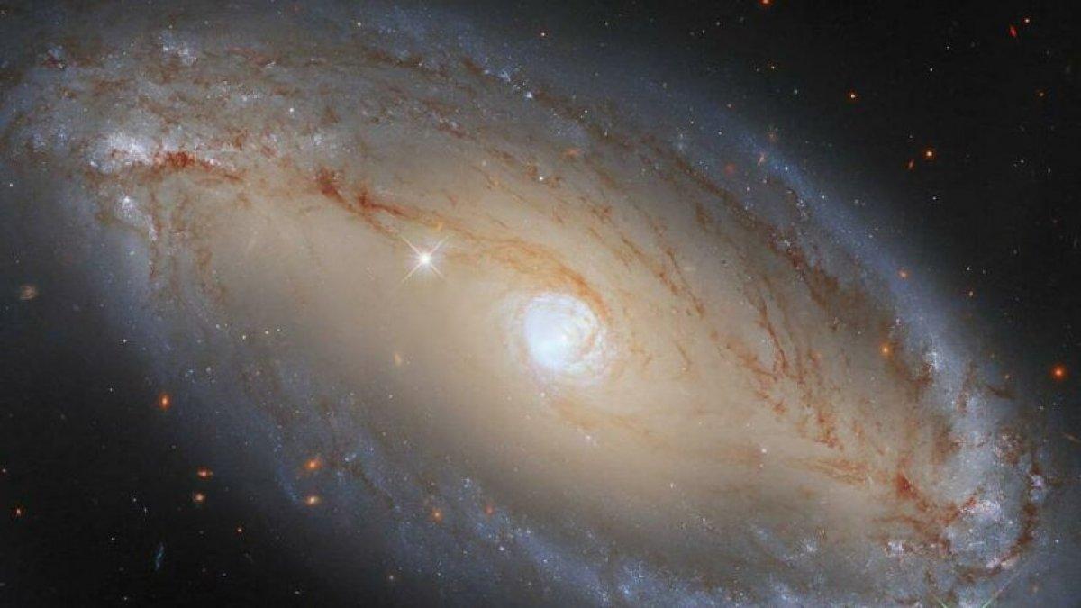 Uzayda gizlenen büyük göz görüntülendi #1