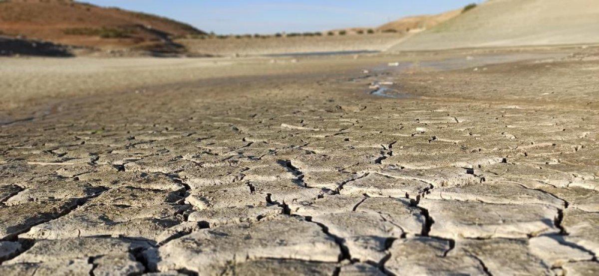 Kahramanmaraş ın 35 yıllık göletinde binlerce metreküp su kurudu #4