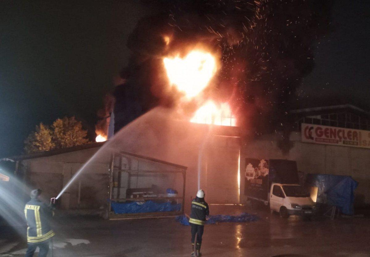 Kastamonu da toptancıda çıkan yangın söndürüldü #2