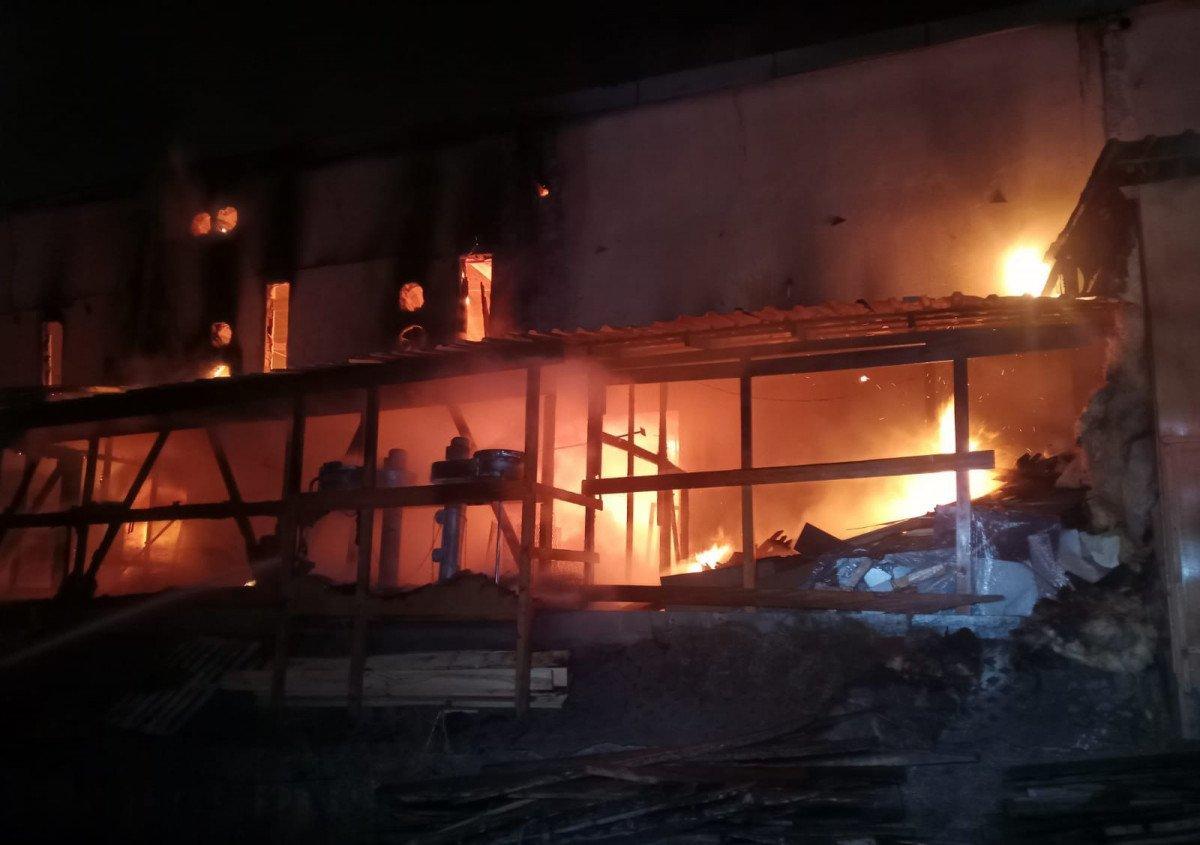 Kastamonu da toptancıda çıkan yangın söndürüldü #3